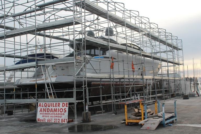Andamios para cubrir barcos en Ibiza