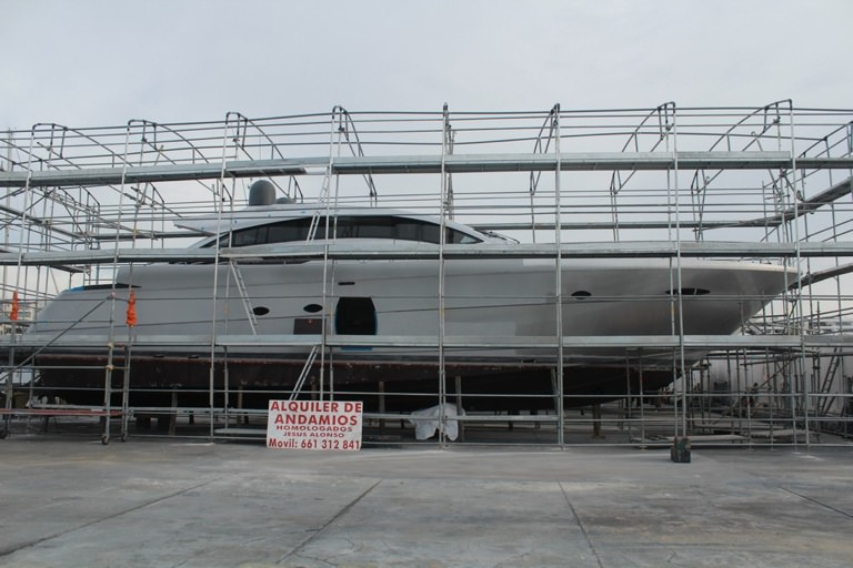 Andamios para reparacion de barcos en Ibiza