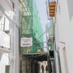 Andamios montados en centro historico de Ibiza